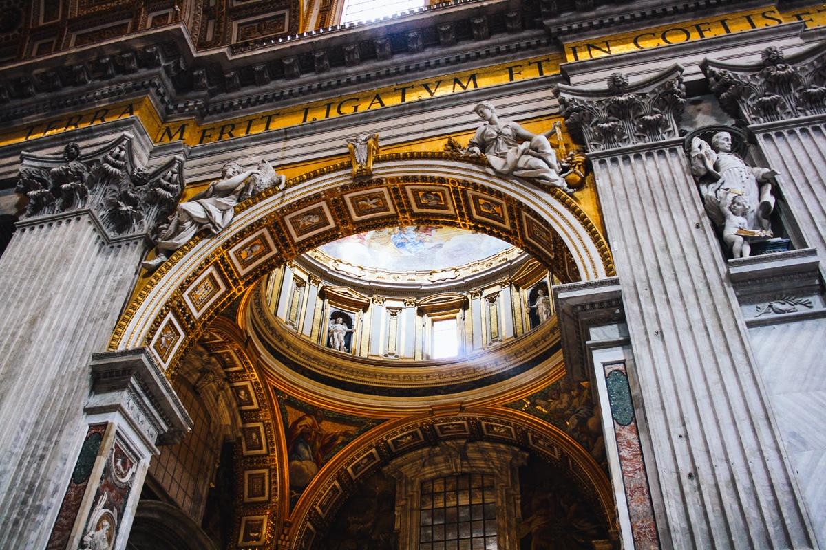 Intérieur décoration Basilique Saint Pierre