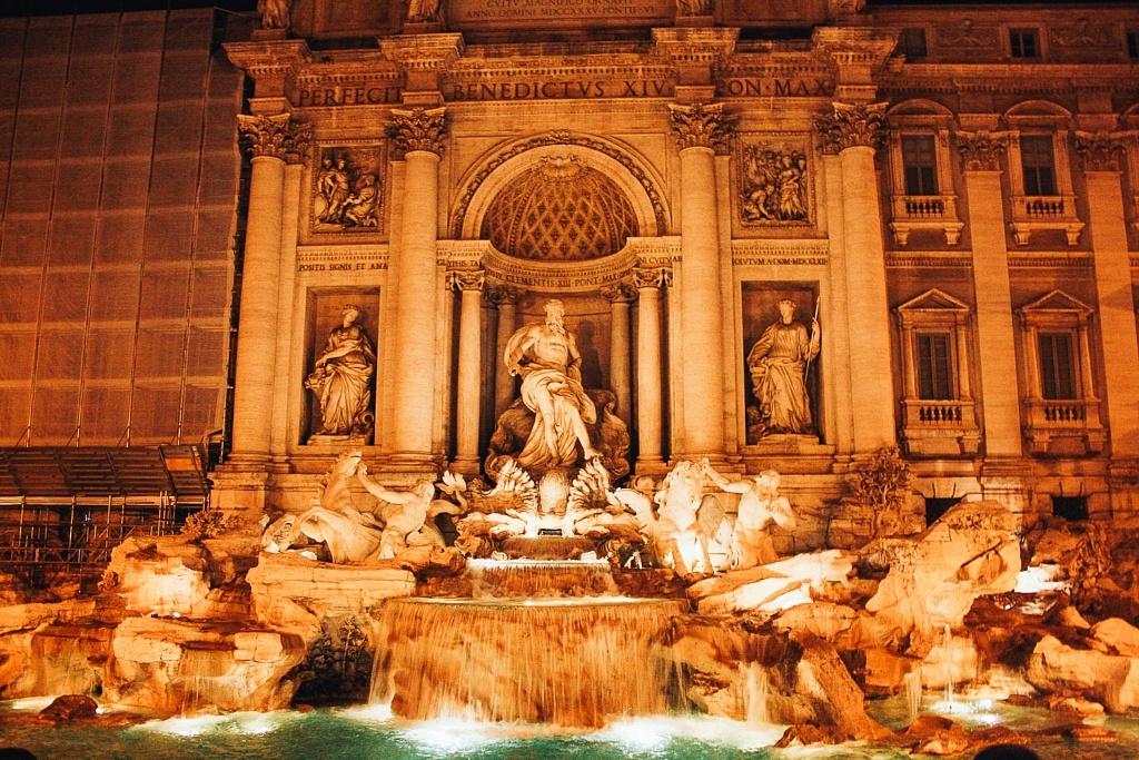 fontaine de trevi nuit rome