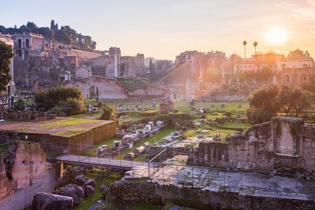 Coucher de soleil sur le Forum romain